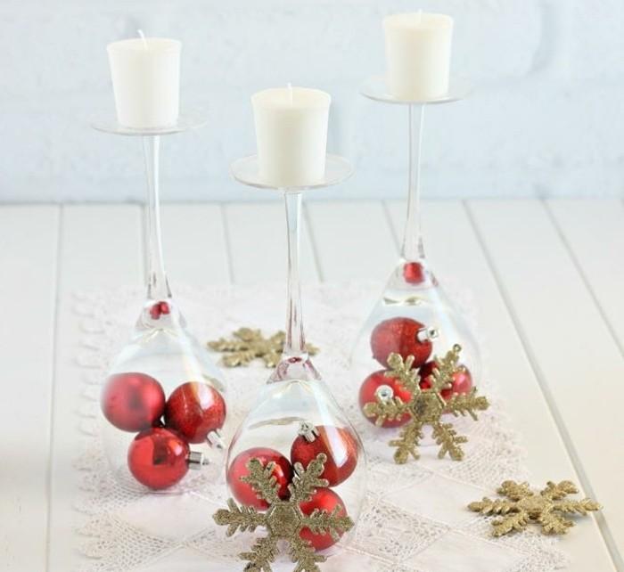 decoration-de-noel-fabriquer-a-fabriquer-et-ensuite-offrir-a-un-ami-des-verres-de-vins-joliment-decorees-et-transformees-en-bougeoirs