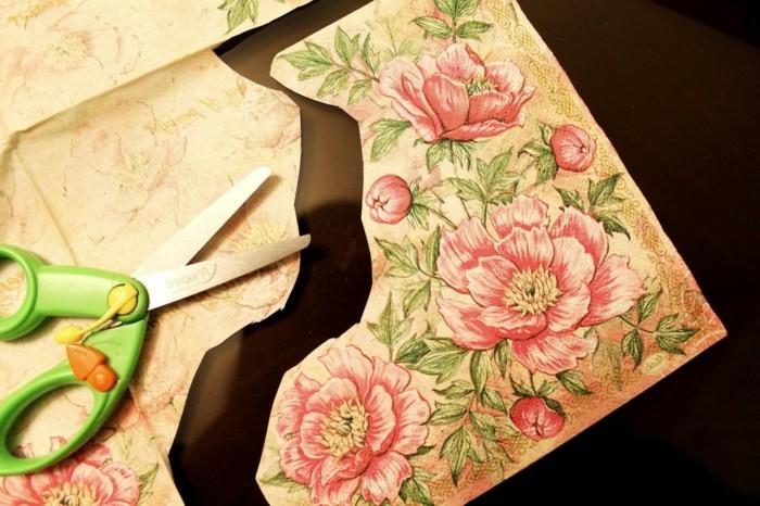 decouper-des-motifs-dans-la-serviette-idee-diy-boite-a-bijoux-decoree-de-motifs-floraux-technique-du-serviettage