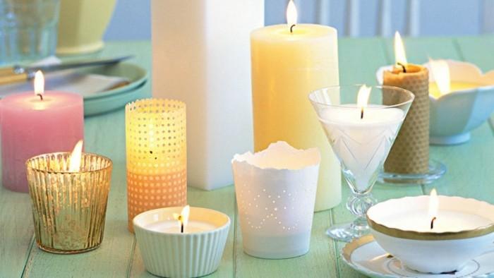 de-la-cire-fondue-dans-de-differents-types-d-ustensiles-fabriquer-des-bougies-deco-magnifique