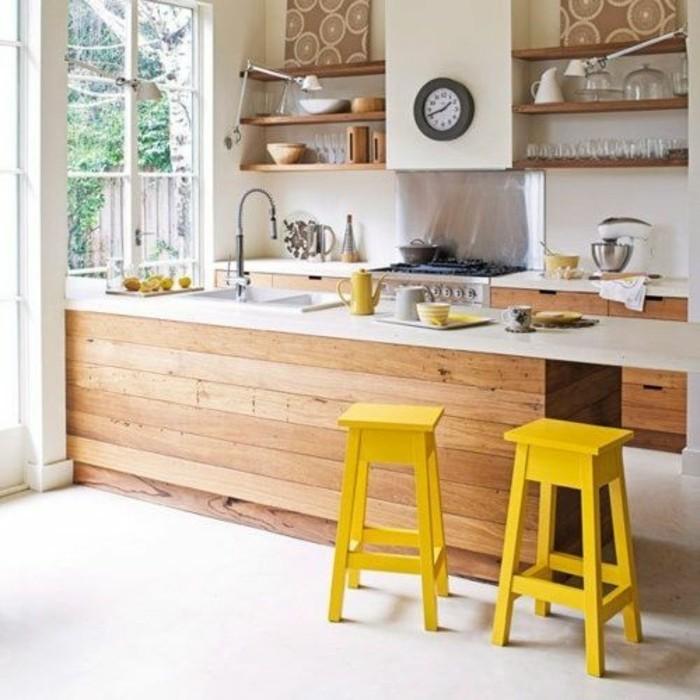 deco-jaune-moutarde-cuisine-en-bois-tabouret-de-bar-jaunes