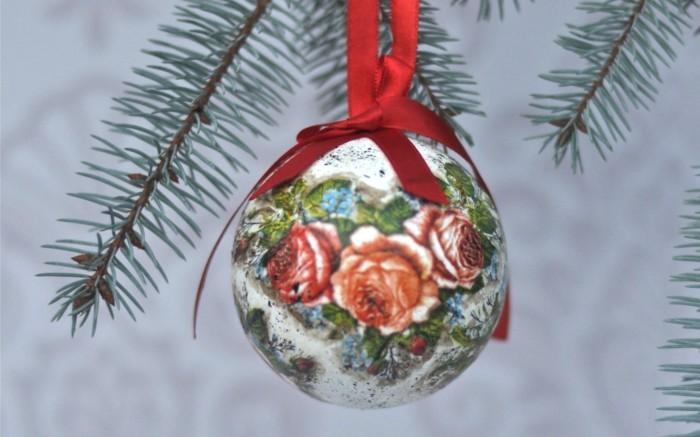 decopatch-sur-une-boule-de-noel-une-superbe-decoration-pour-votre-arbre-de-noel-decoration-de-noel-a-fabriquer
