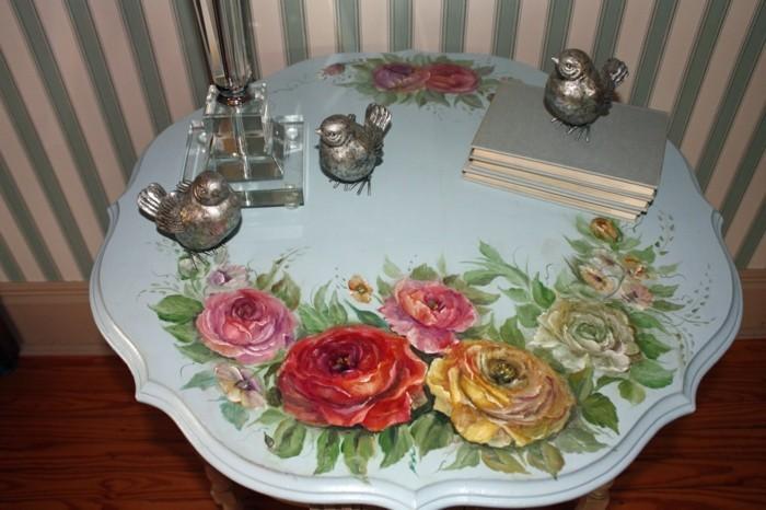 decopatch-sur-une-table-basse-une-superbe-idee-comment-relooker-un-meuble-facilement