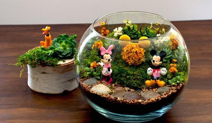 decor-terrarium-original-et-tres-sympa-petites-figurines-de-personnages-de-l-univers-disney