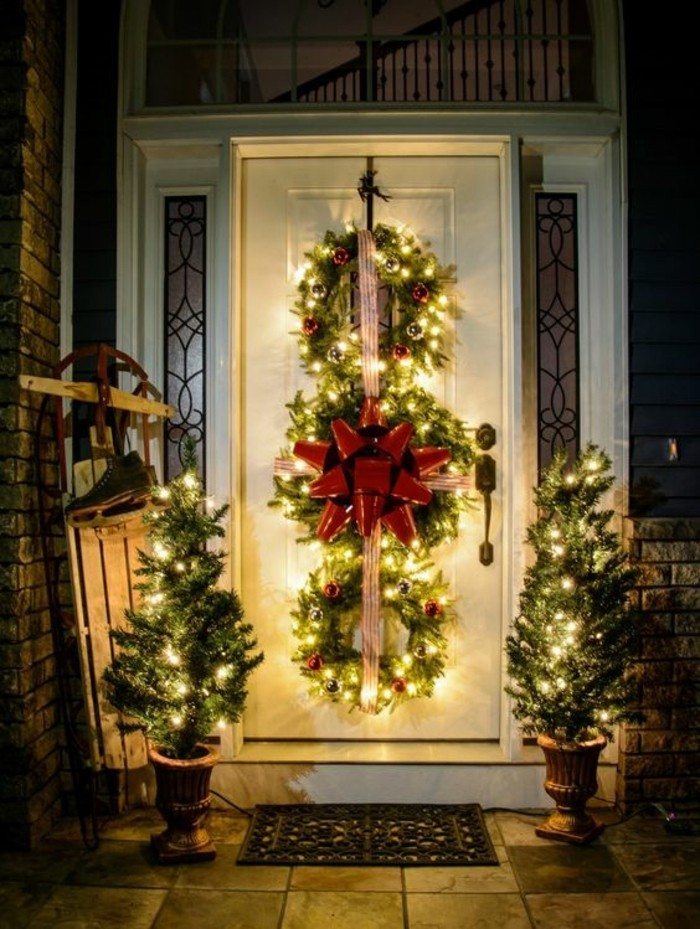 decoration-exterieur-noel-illumination-noel-une-porte-d-entree