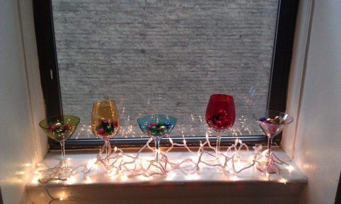 decoration-fenetre-noel-aux-verres-et-aux-boules-resized