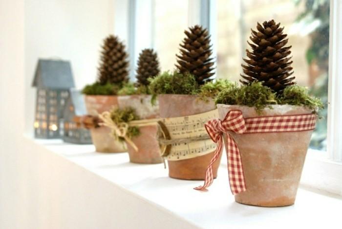 decoration-fenetre-noel-avec-des-pots-avec-des-pineaux