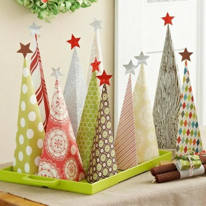 decoration-fenetre-noel-avec-des-sapins-colores-en-carton