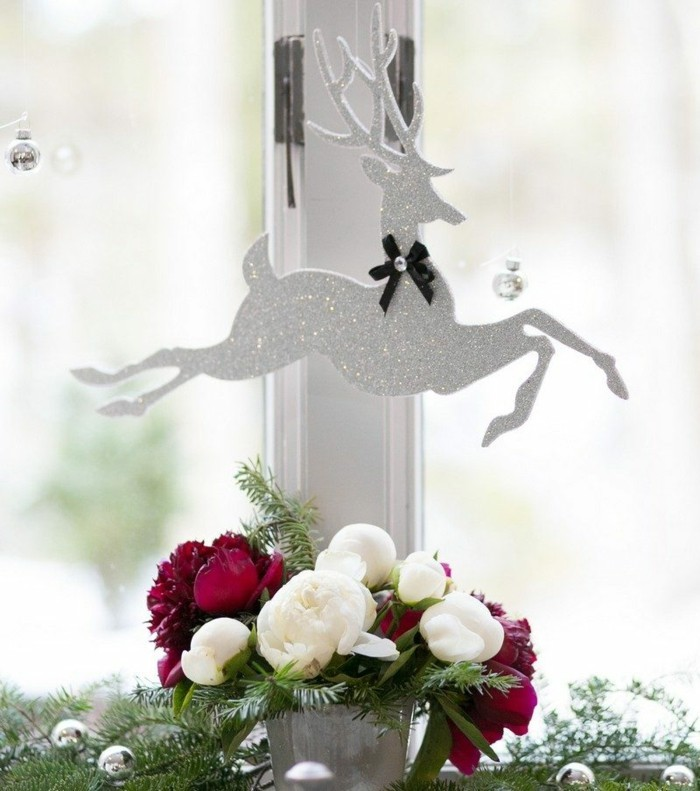 decoration-fenetre-noel-en-blanc-et-argent