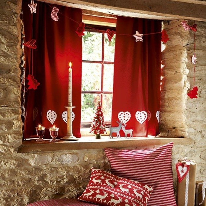 decoration-fenetre-noel-etoiles-et-elements-en-rouge