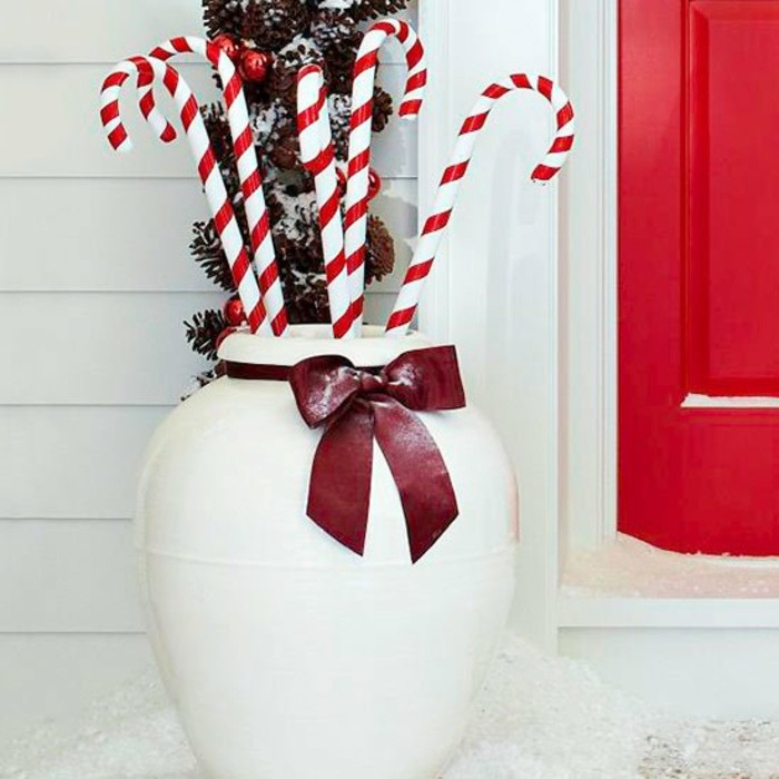 decoration-noel-fenetre-vase-blanc-aux-cannes-de-sucre-gourmandes