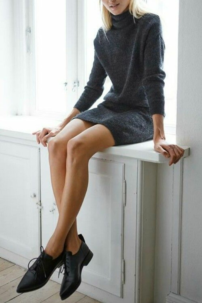 derbies-et-robe-pull-col-roule-en-laine-elegance-et-chic