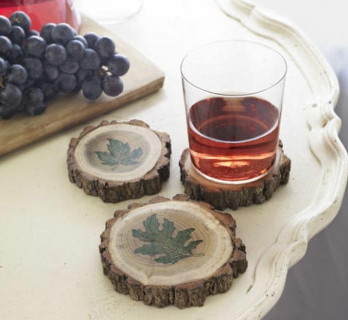 des-sous-verres-de-rondelles-en-bois-decores-idee-diy-tres-creative-de-cadeau-de-noel-homme