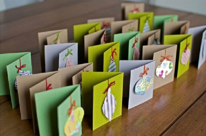 differentes-decorations-de-noel-en-varton-attachees-a-une-carte-superbe-cartes-de-noel-a-faire-a-la-maternelle