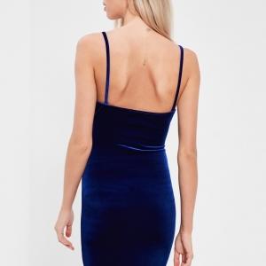 Originale robe moulante bleue en velours