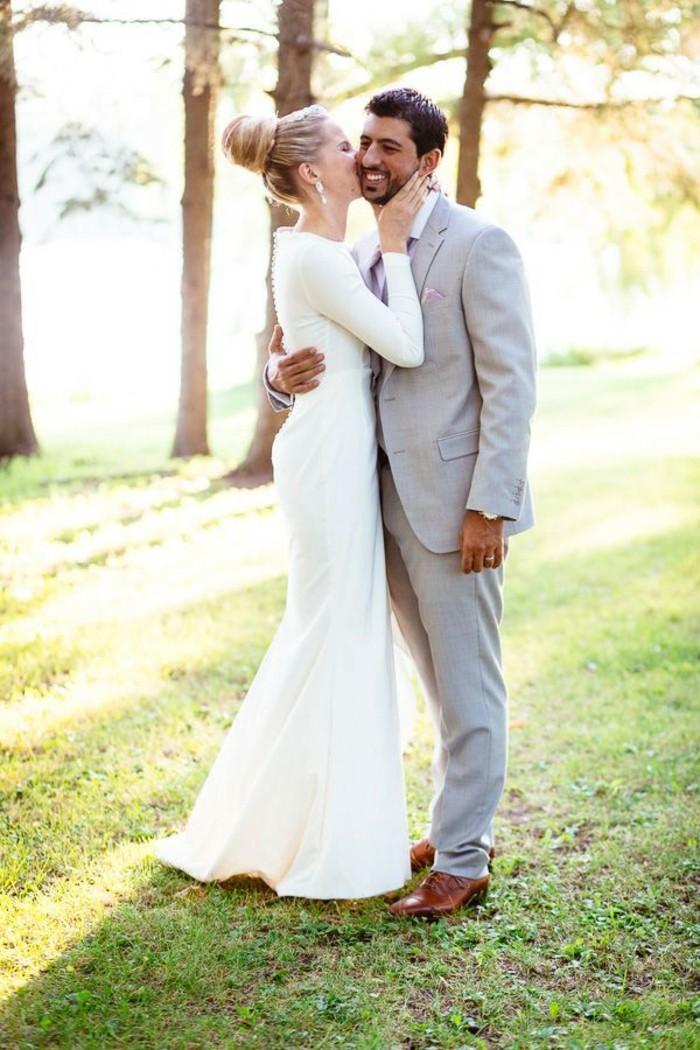elegante-robe-de-mariee-simple-pas-cher-belle-couple-amoureuse