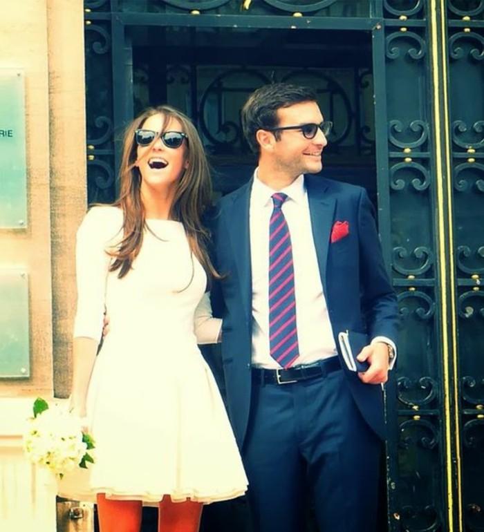 elegante-robe-de-mariee-simple-pas-cher-couple-mignonne