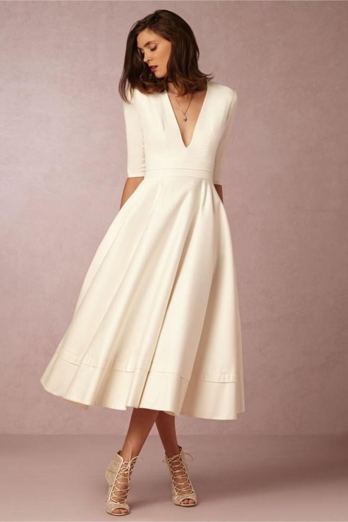 Robe de mariée mi longue très simple et élégante