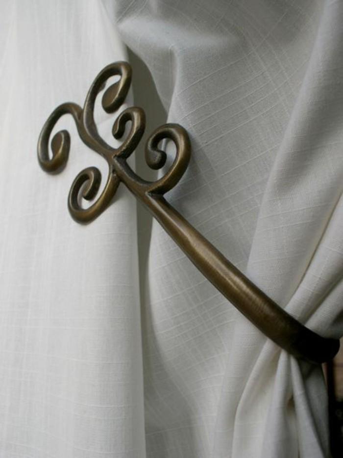 embrasse-pour-rideaux-en-metal-couleur-bronze-une-branche-avec-des-feuilles