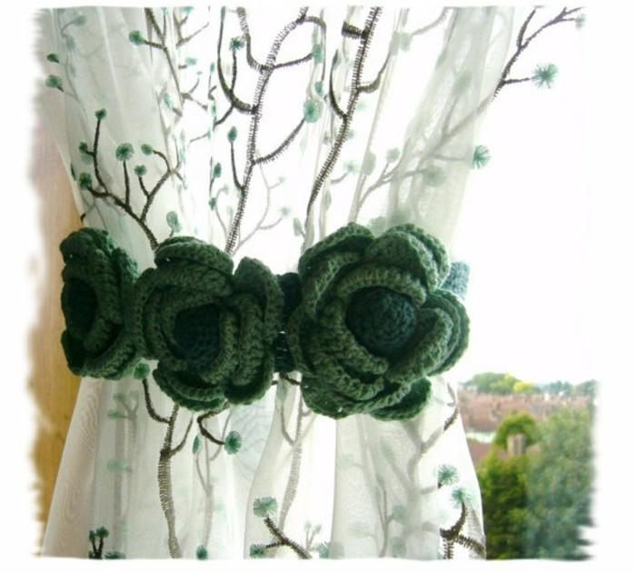embrasse-pour-rideaux-trois-roses-en-vert-tricotees