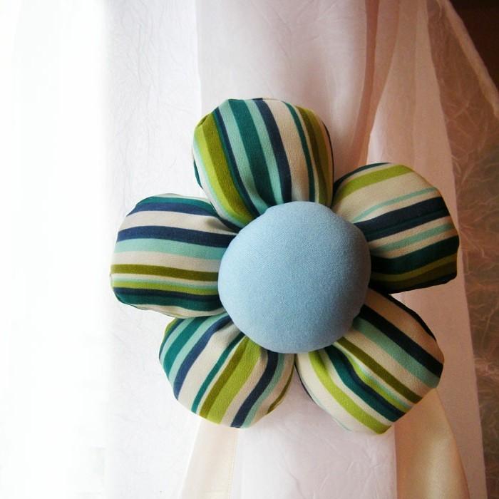 embrasses-pour-rideaux-fleur-en-tissu-tres-coloree