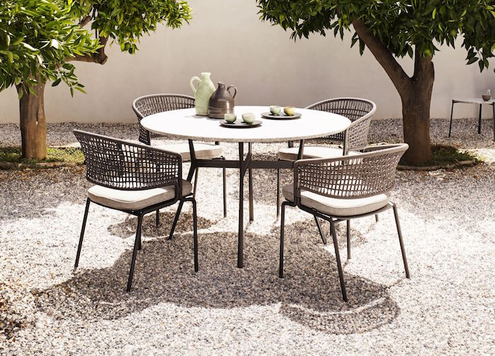 ensemble-jardin-table-chaises-tresse-simple