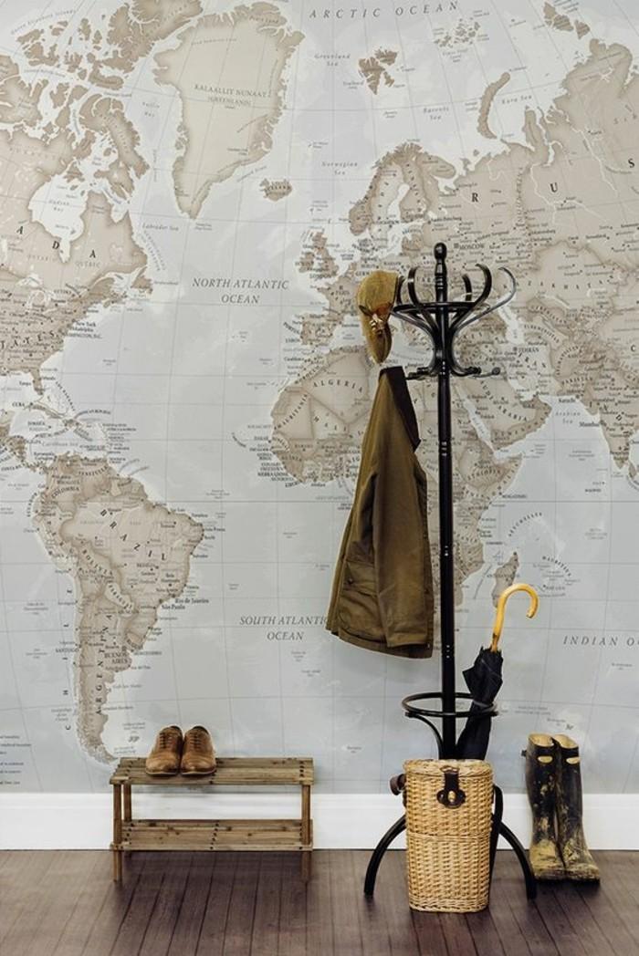 entree-carte-du-monde-vintage-vestiaires-entree-paire-de-bottes