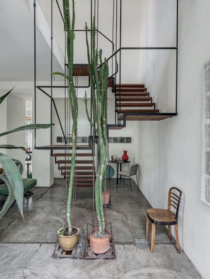 escalier-modulaire-design-descalier-ludique-plantes-vertes