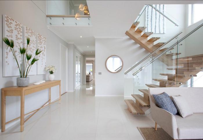 escalier-modulaire-maison-blanche-elegante-avec-escalier-tournant-loft