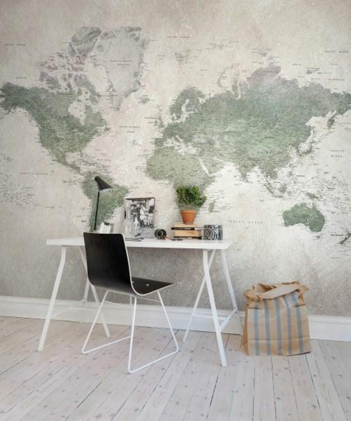 espace-bureau-blanc-carte-planisphere-parquet-en-bois-claire