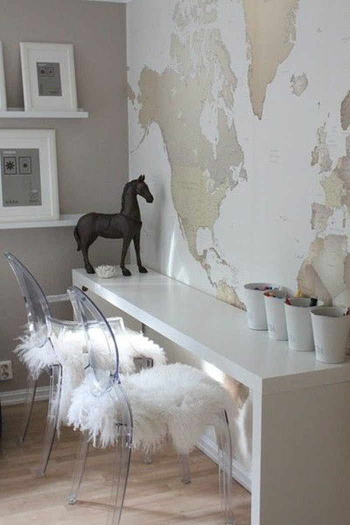 espace-bureau-poster-carte-planisphere-sur-fond-blanc
