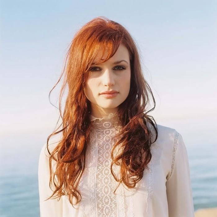 Cheveux long roux femme
