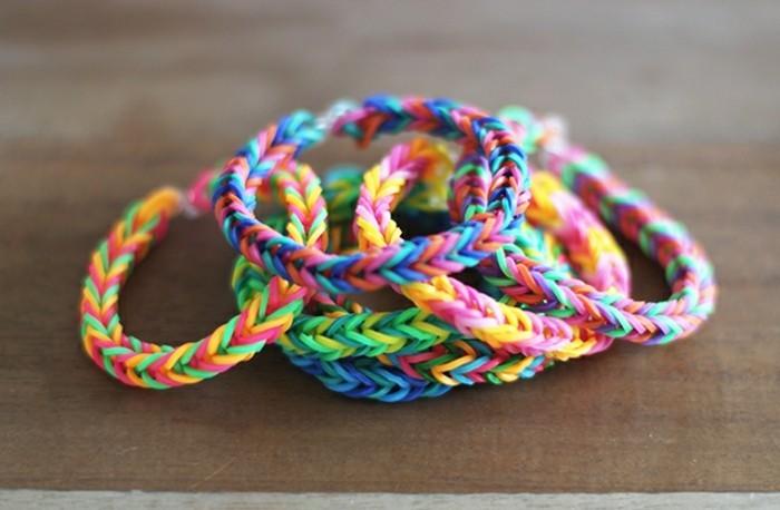 experimenter-avec-les-couleurs-pour-fabriquer-un-bracelet-elastique-individuelle