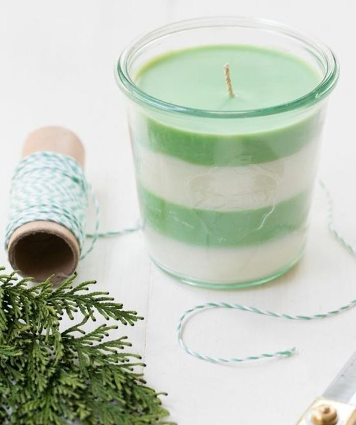 fabriquer-des-bougies-idee-avec-des-couches-de-cire-de-couleur-differente-deco-noel-maison