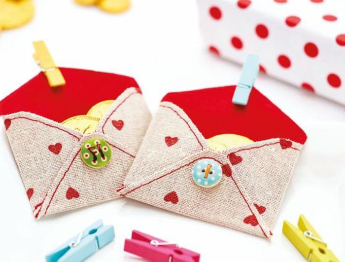 fabriquer-un-calendrier-de-l-avent-petites-enveloppes-en-tissu-mignonnes