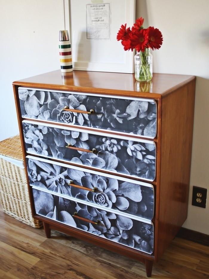 facade-commode-decore-de-papier-decopatch-en-noir-et-blanc-idee-magnifique-pour-personnaliser-un-meuble