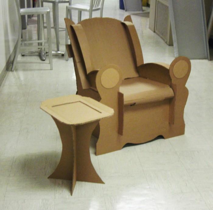 fauteuil-en-carton-design-et-table-basse-de-service-mobilier-en-carton-simple-et-original
