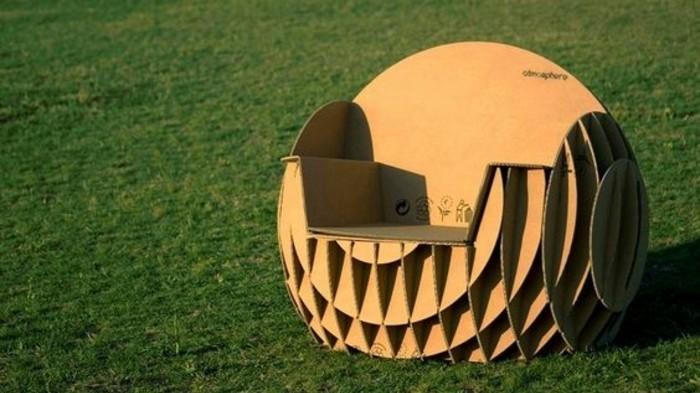 fauteuil-en-carton-design-interessant-creation-diy-sophistiquee-mais-charmante