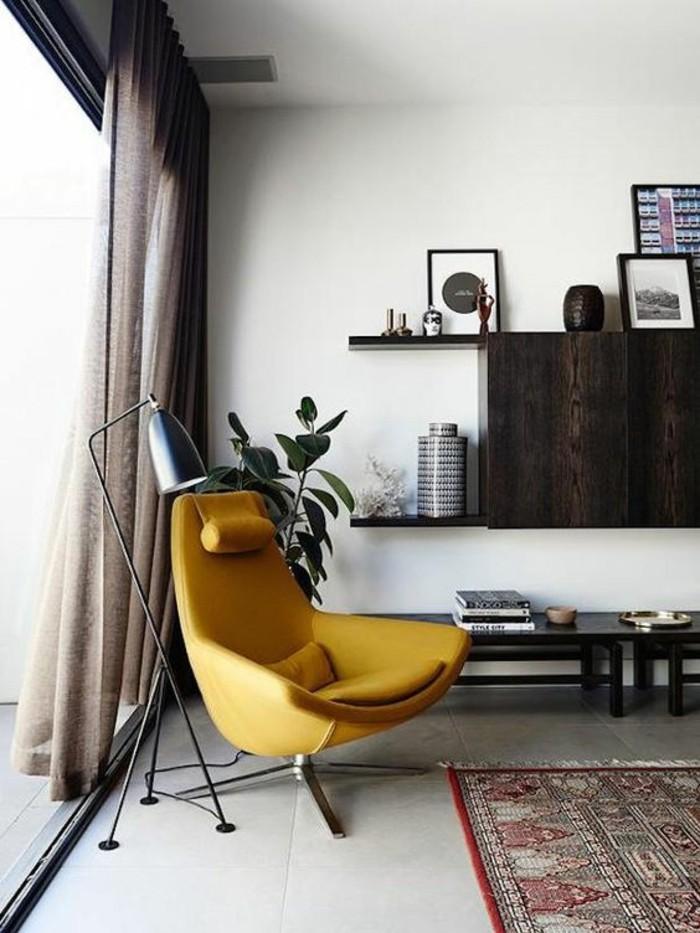 fauteuil-moderne-couleur-moutarde-deco-en-bois-fonce