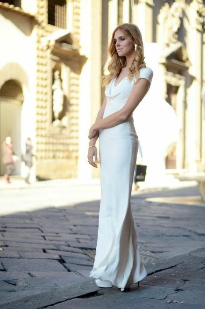 formidable-robe-de-marie-simple-elegance-sur-la-rue-longue-robe-femme