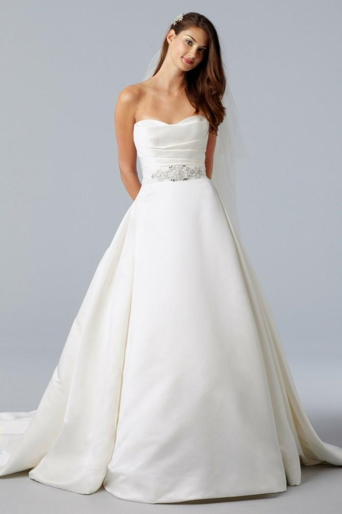 formidable-robe-de-mariee-simple-elegance-a-sillhouette-simple-avec-coursage-robe-de-mariee-bustier