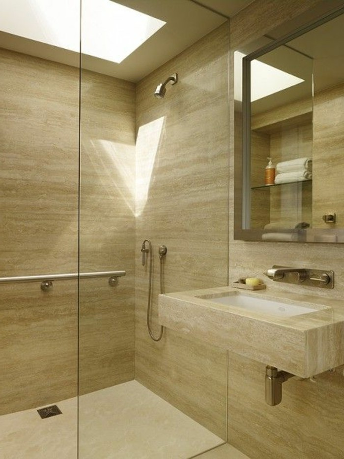 grand-carrelage-salle-de-bain-jolie-et-coquette