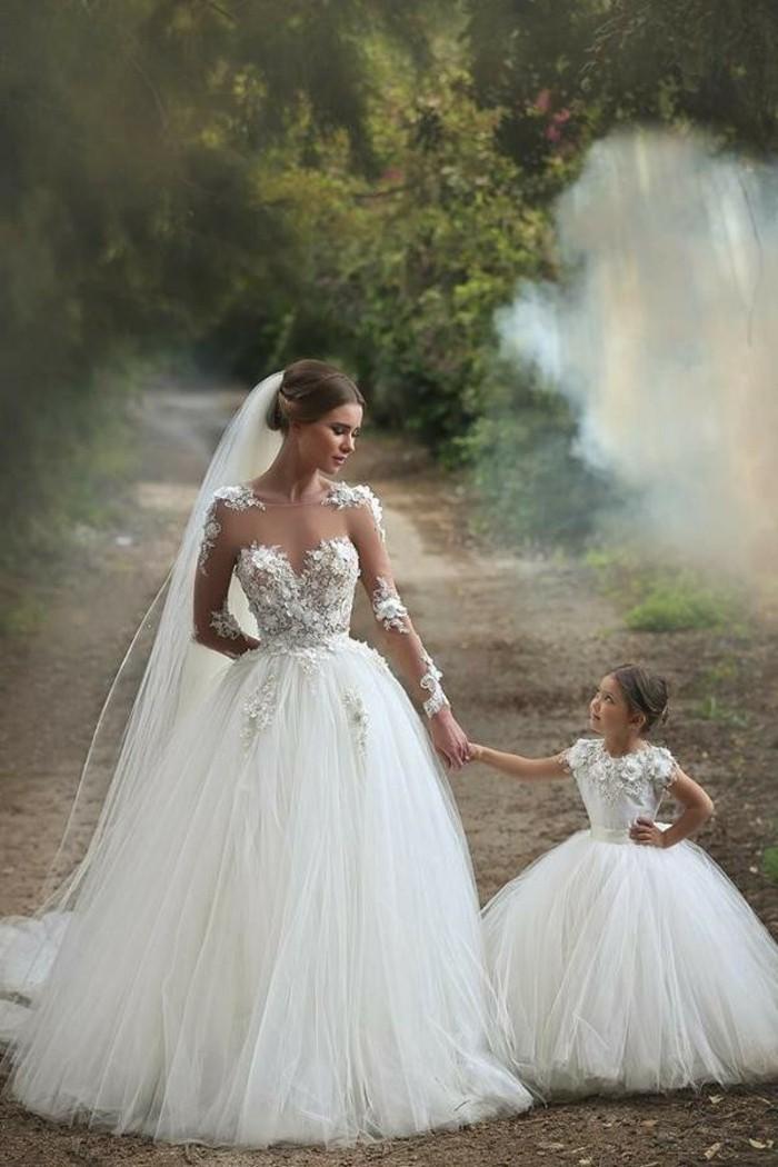habillee-robe-de-mariee-manche-robes-mariage-maman-et-enfanr-princesse-robe