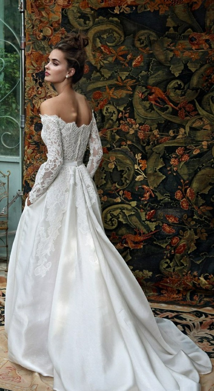 habillee-robe-de-mariee-manche-robes-mariage-mur-jolie