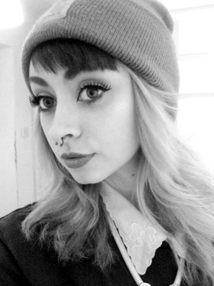 hipster-fille-carhartt-femme-bonnet-gris-piercing-nex-blonde-style