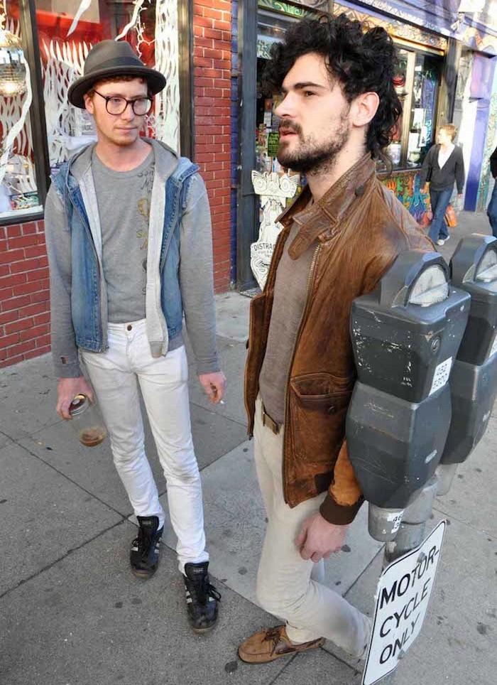 hipster-new-york-vetements-vintage-cheveux-boucles-chapeau-veste-cuir-vieux-cheussures-friperie