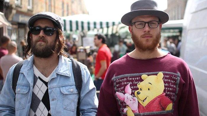 hipster-style-soin-barbe-homme-lunettes-vetement-vintage-veste-jean-chapeau