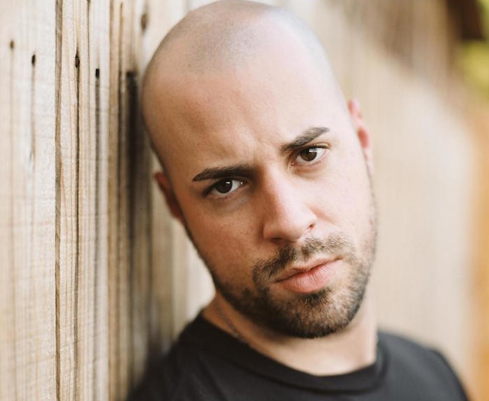 homme-barbu-sans-cheveux-chauve-precoce-alopecie-androgenetique-style-barbe