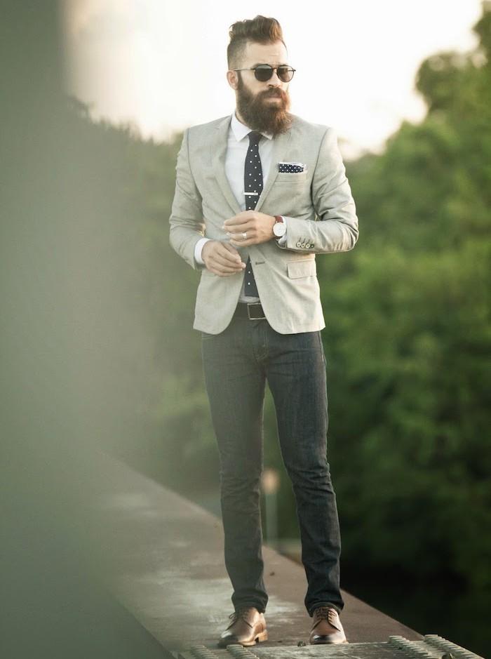 homme-style-hipster-entretien-barbe-homme-longue-coupe-de-cheveux-homme-court-sur-les-cotes-long-dessus-pompadour-undercut-jean-slim-veste-slim-cravate