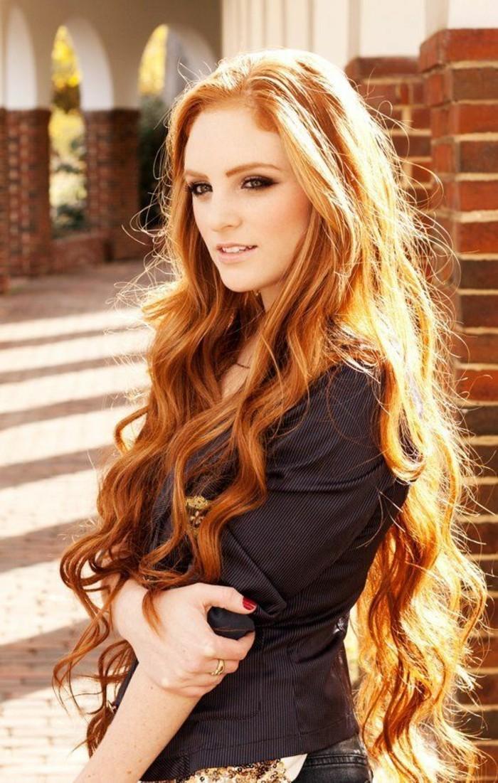 idee-coupe-de-cheveux-long-femme-jolie-rouge