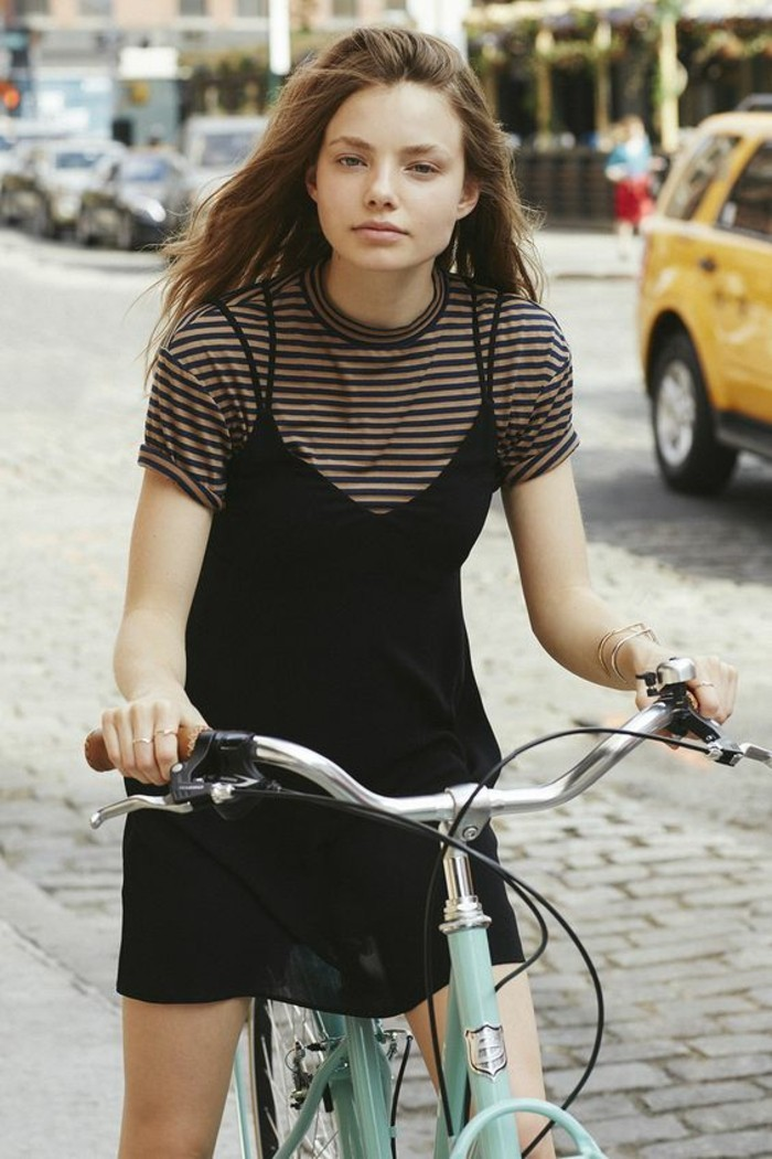 idee-fille-en-bicyclette-robe-velours-robe-en-velours